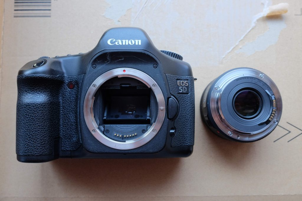 eos 5d with unmounted lens